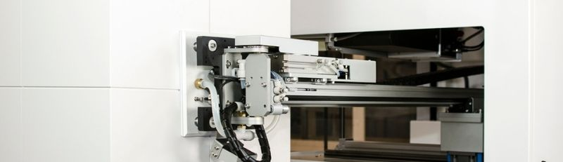 Industrial print and apply labellers